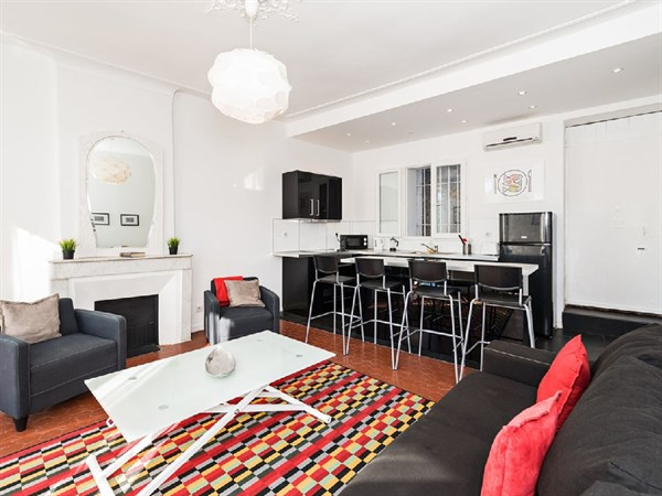 Les roches blanches spacieux 2 pi ces louer en meubl for Location studio meuble marseille