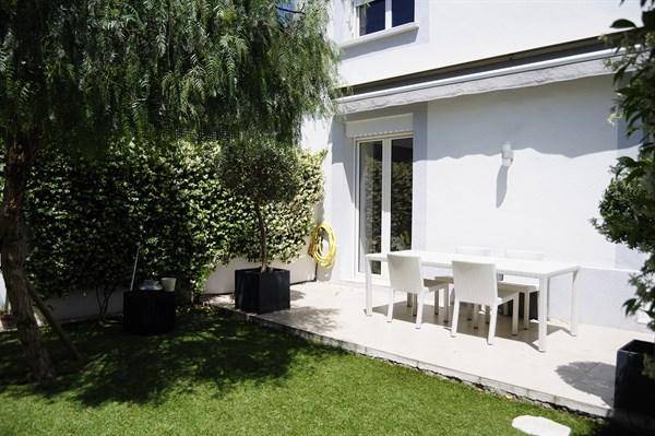 Les flots bleus splendide appartement en rez de jardin for Appartement location jardin