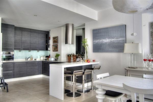 les flots bleus splendide appartement en rez de jardin avec 2 chambres doubles au roucas blanc. Black Bedroom Furniture Sets. Home Design Ideas