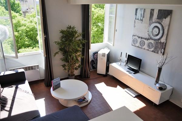 canebiere bel appartement de 2 pi ces dans le quartier de la canebiere marseille l 39 agence. Black Bedroom Furniture Sets. Home Design Ideas