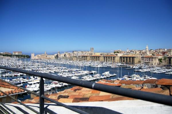 le penthouse du vieux port splendide penthouse avec 2 chambres et une terrasse sur le vieux. Black Bedroom Furniture Sets. Home Design Ideas