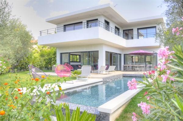 La villa ceyreste villa de luxe de 4 chambres avec jardin et piscine c t de la ciotat - Location meublee courte duree ...