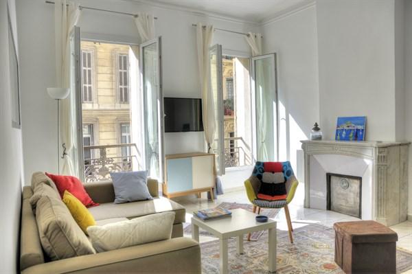 la timone 2 pi ces louer meubl marseille l 39 agence de marseille. Black Bedroom Furniture Sets. Home Design Ideas