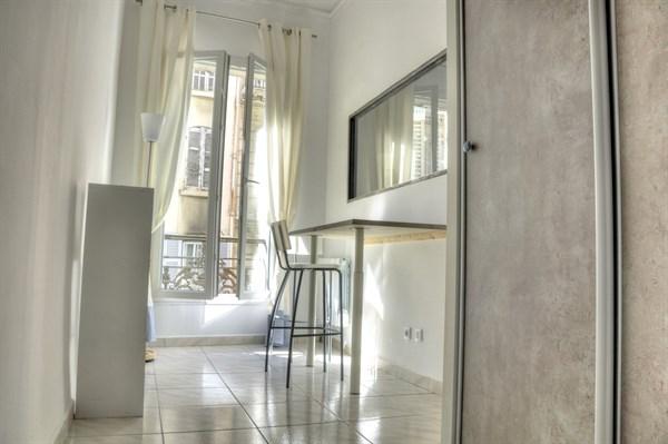 le grignan magnifique f3 pour 4 avec 2 chambres doubles rue paradis dans le quartier du vieux. Black Bedroom Furniture Sets. Home Design Ideas